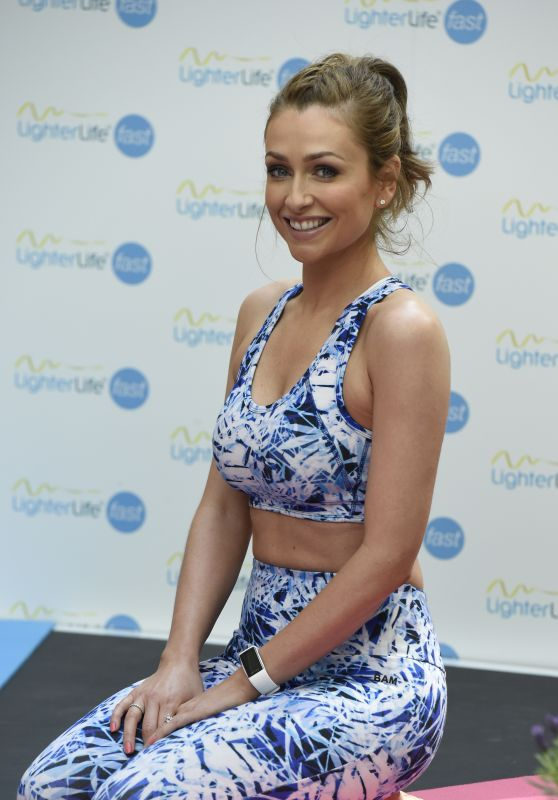 Gemma Merna - Hosting Fast Yoga Pop-Up Classes at Manchester Trafford Centre 5/14/2016