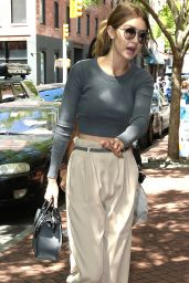 Gigi Hadid Outfit Ideas - Shopping at