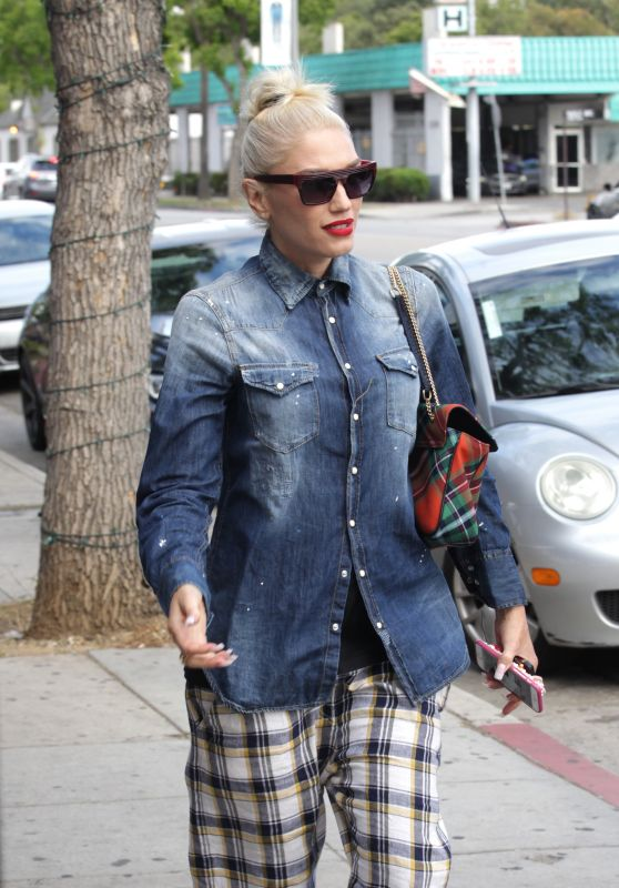 Gwen Stefani Street Style  - Out in Studio City 5/6/2016