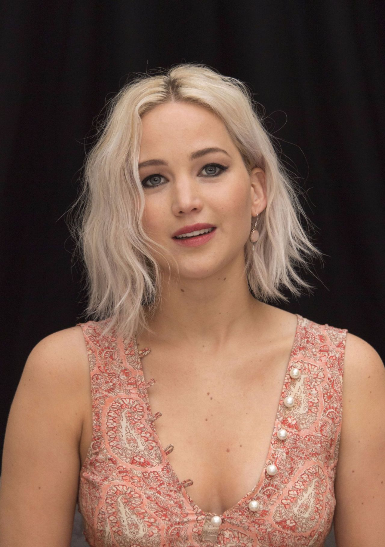 Jennifer Lawrence - X-...