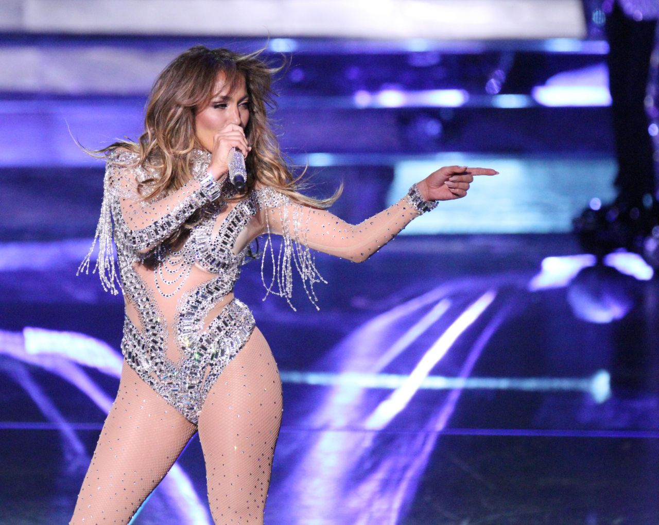 Jennifer lopez plays at all i have residency live Where does jennifer lopez live