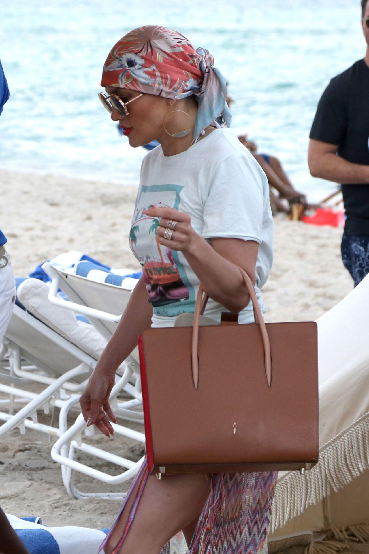 Jennifer Lopez - Sunbathing At The Beach In Miami, Fl 562016-6692