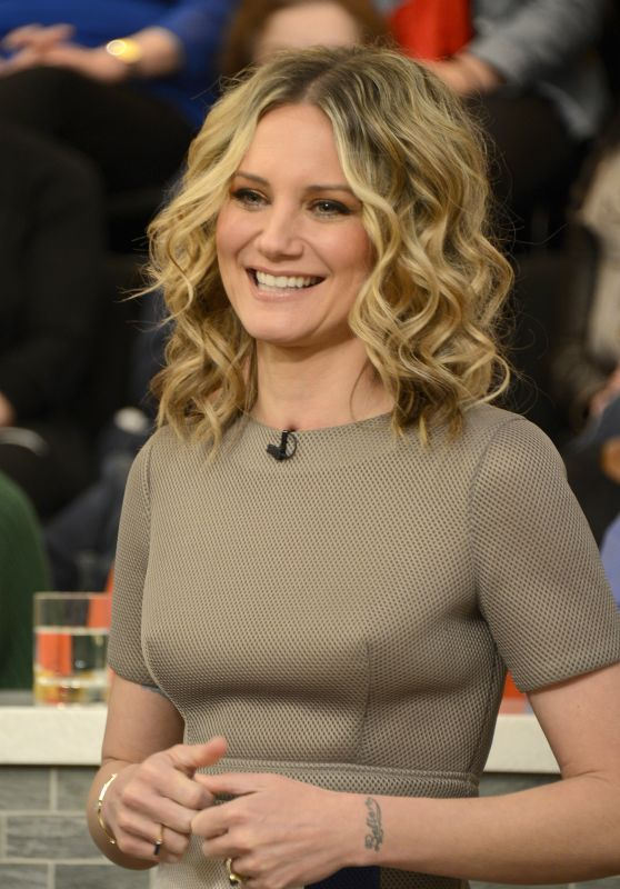 Jennifer Nettles Blonde Short Curly Hairstyle