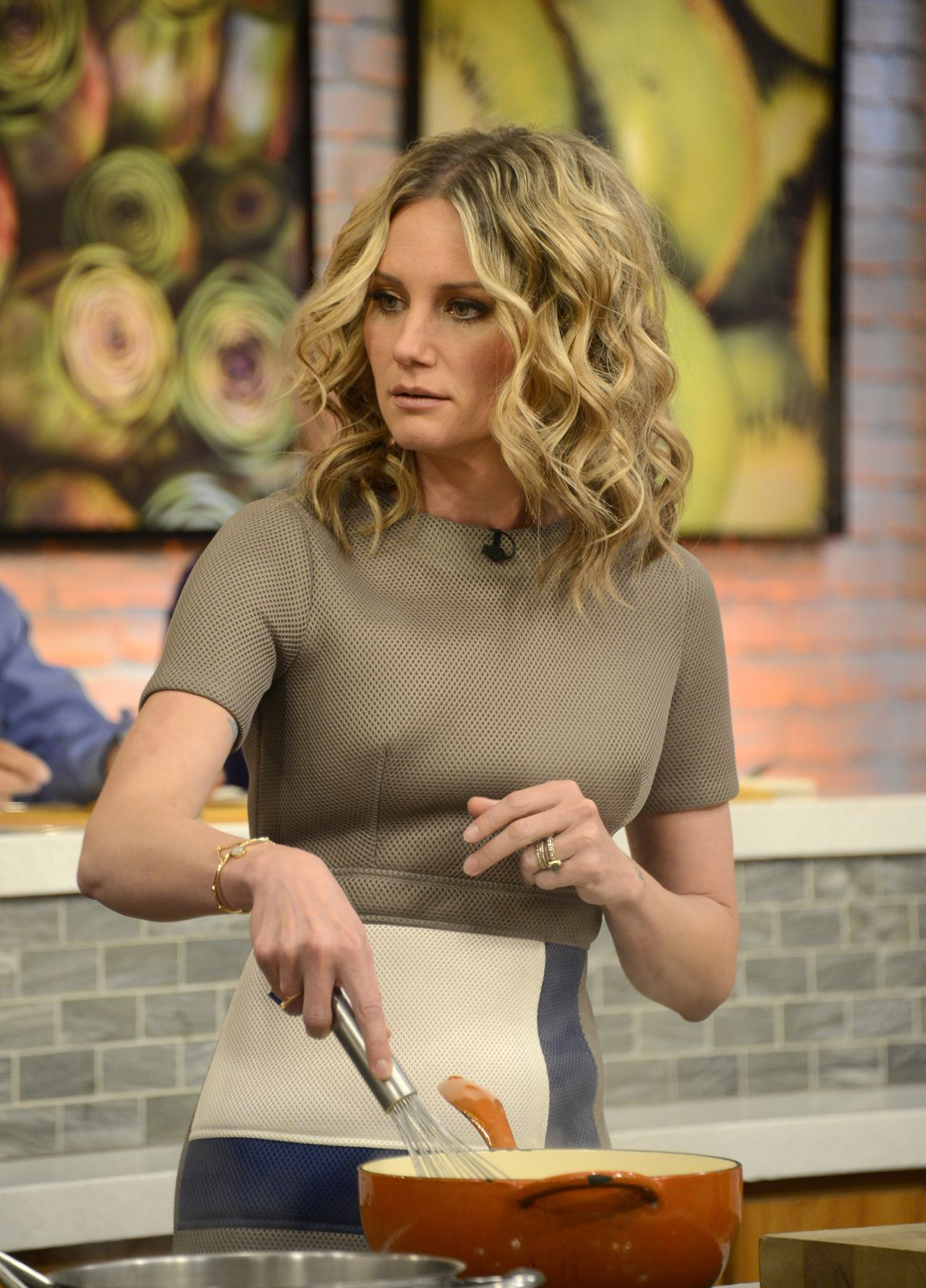 Jennifer Nettles - The Chew Stills 5202016-5853