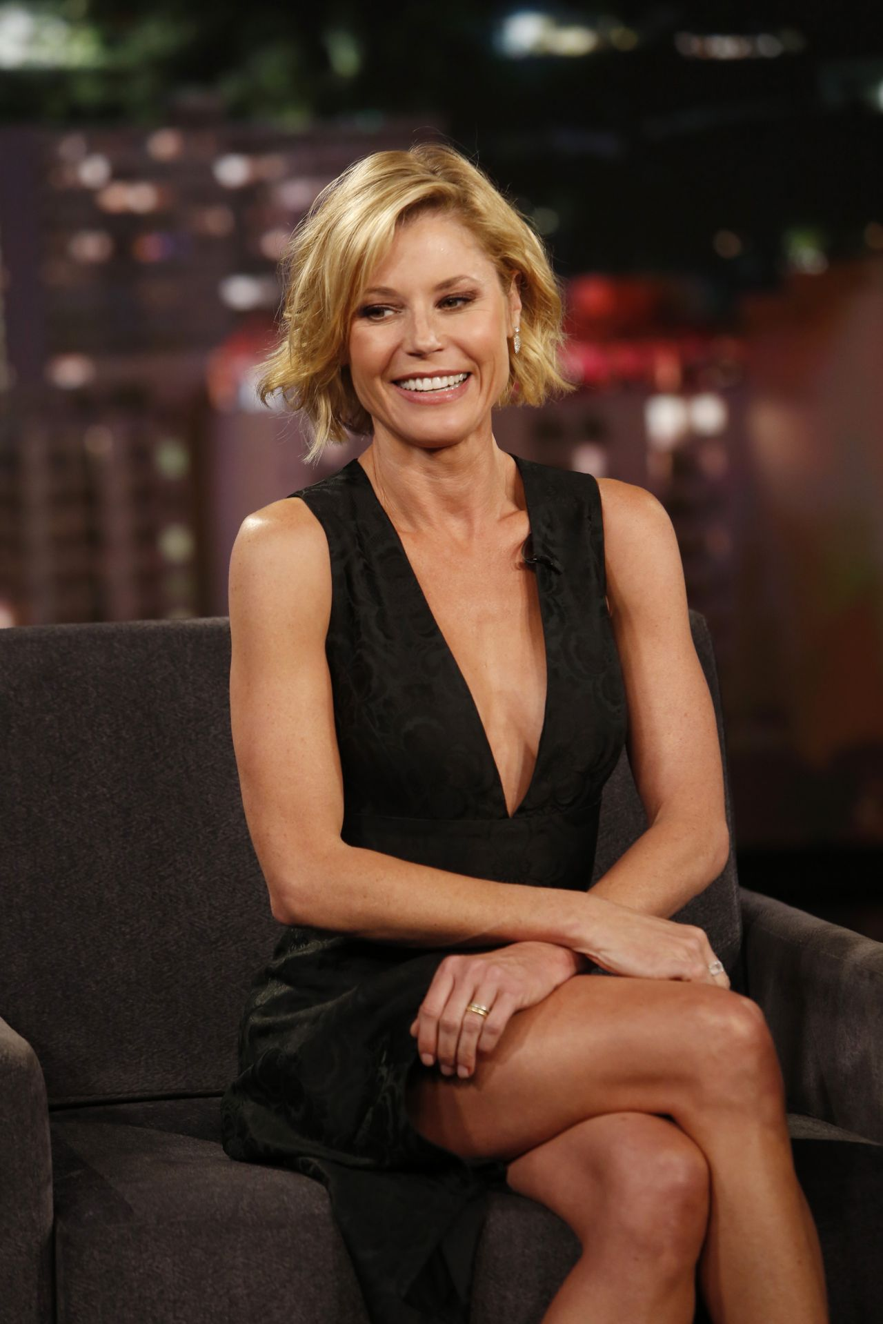 Julie Bowen Appeared On Jimmy Kimmel Live In Hollywood