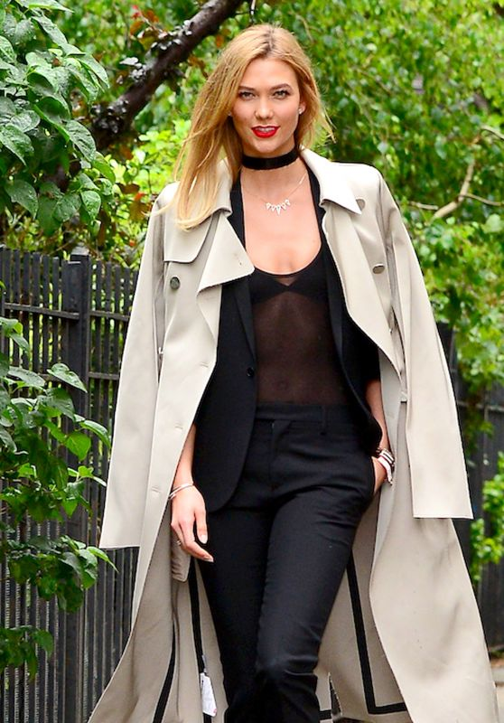 Karlie Kloss Chic Outfit - Out for a Walk in the Rain in New York 5/24/2016