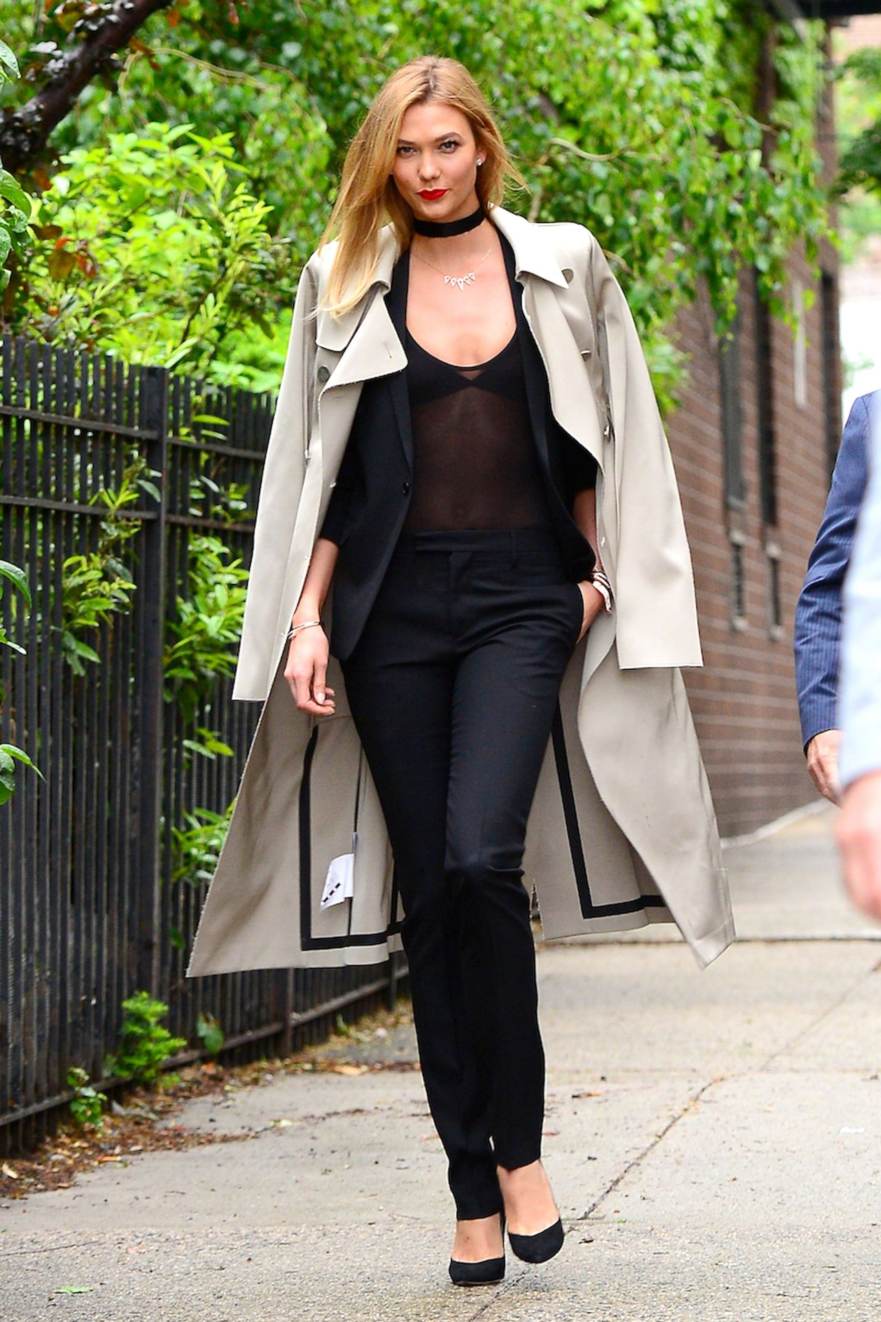 how to walk like karlie kloss