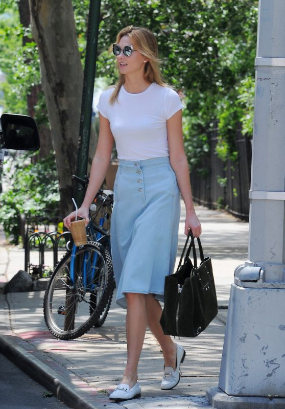Karlie Kloss Inspiring Style - Out in NYC 5/23/2016