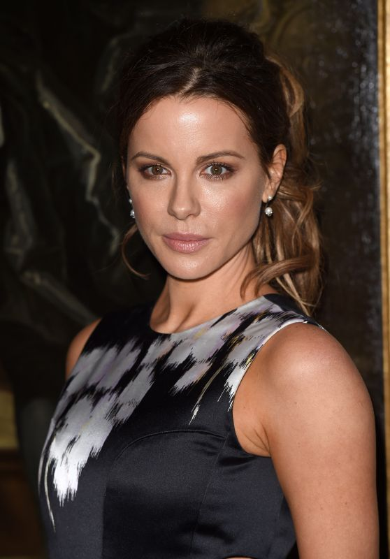 Kate Beckinsale Classy Fashion - Dior Cruise Collection 2017 Launch in Oxfordshire 5/31/2016