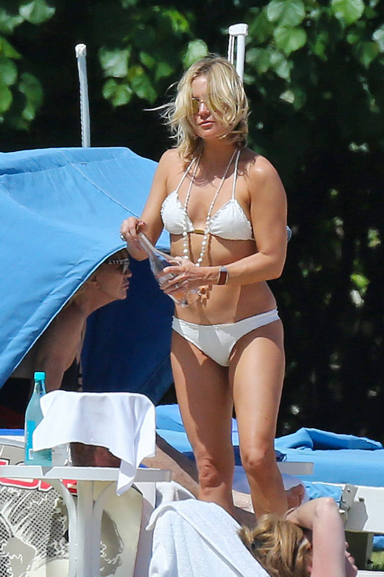 Kate Hudson In A Bikini On A Beach In Hawaii May 2016