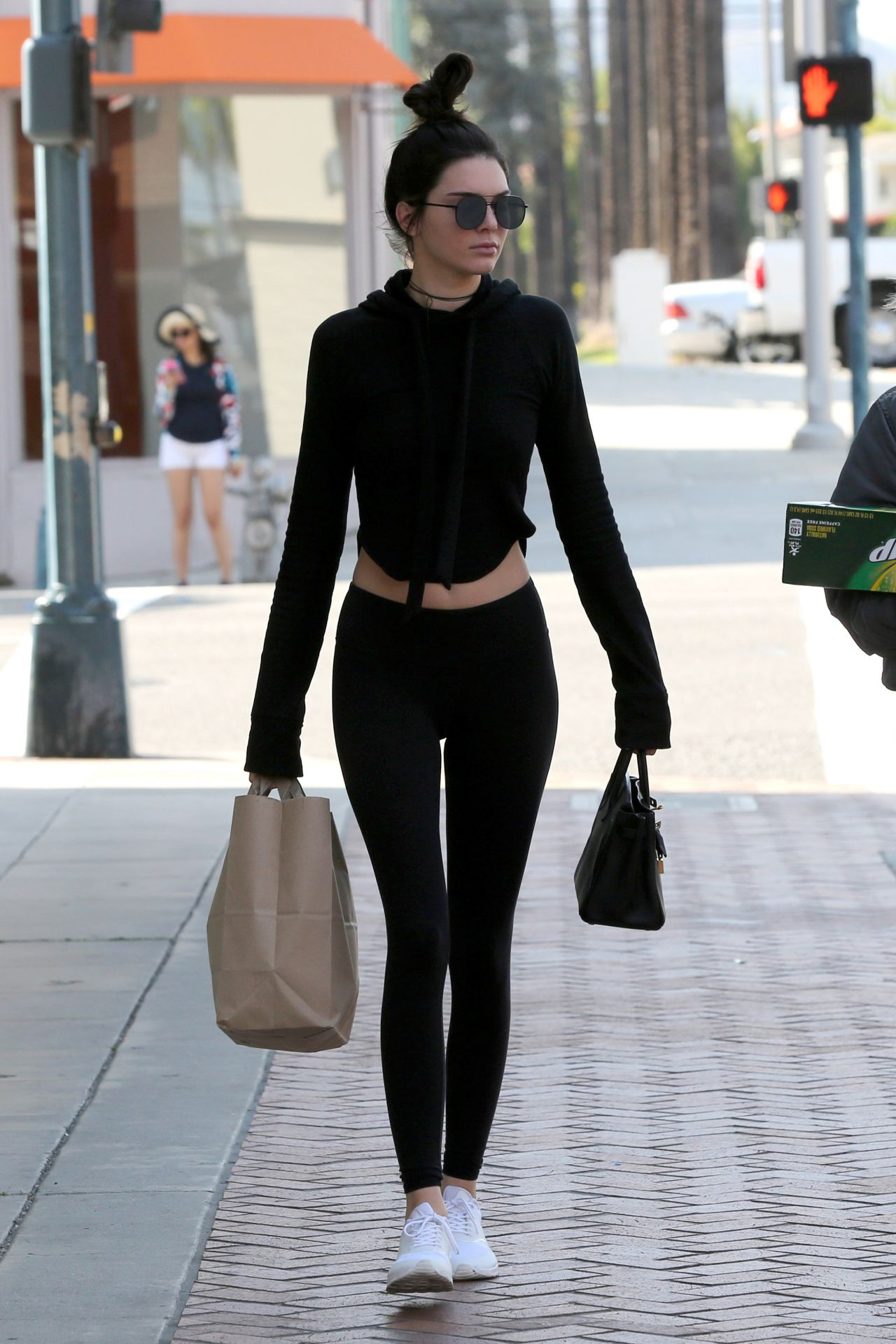 Kendall Jenner Amp Hailey Baldwin Street Style Stop By