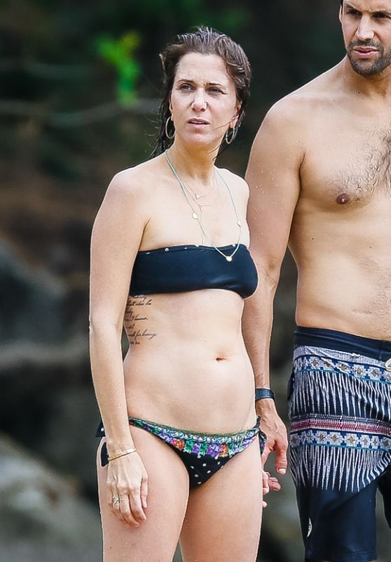 Kristen Wiig Showed Off Her Bikini Body Beach In Kaui