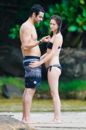 Kristen Wiig Showed Off Her Bikini Body - Beach in Kaui, Hawaii 5/4/2016