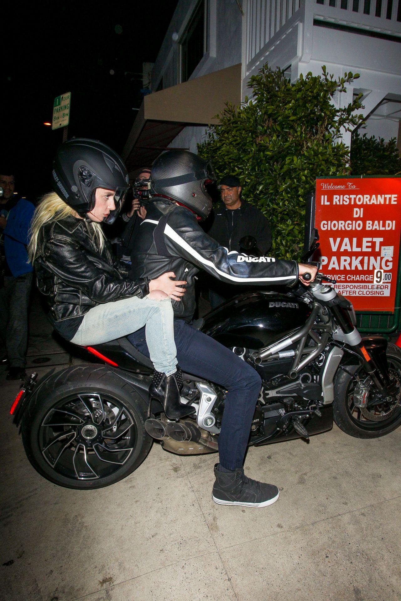 Lady Gaga - Arrives Wi... Dakota Fanning