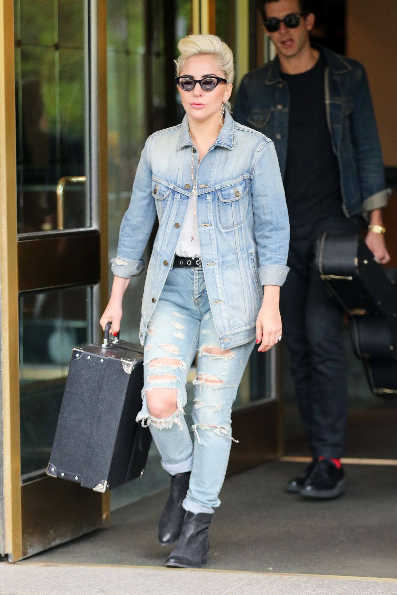 Lady Gaga In Jeans Leaving Her Apartment Building New York City 5 3 2017