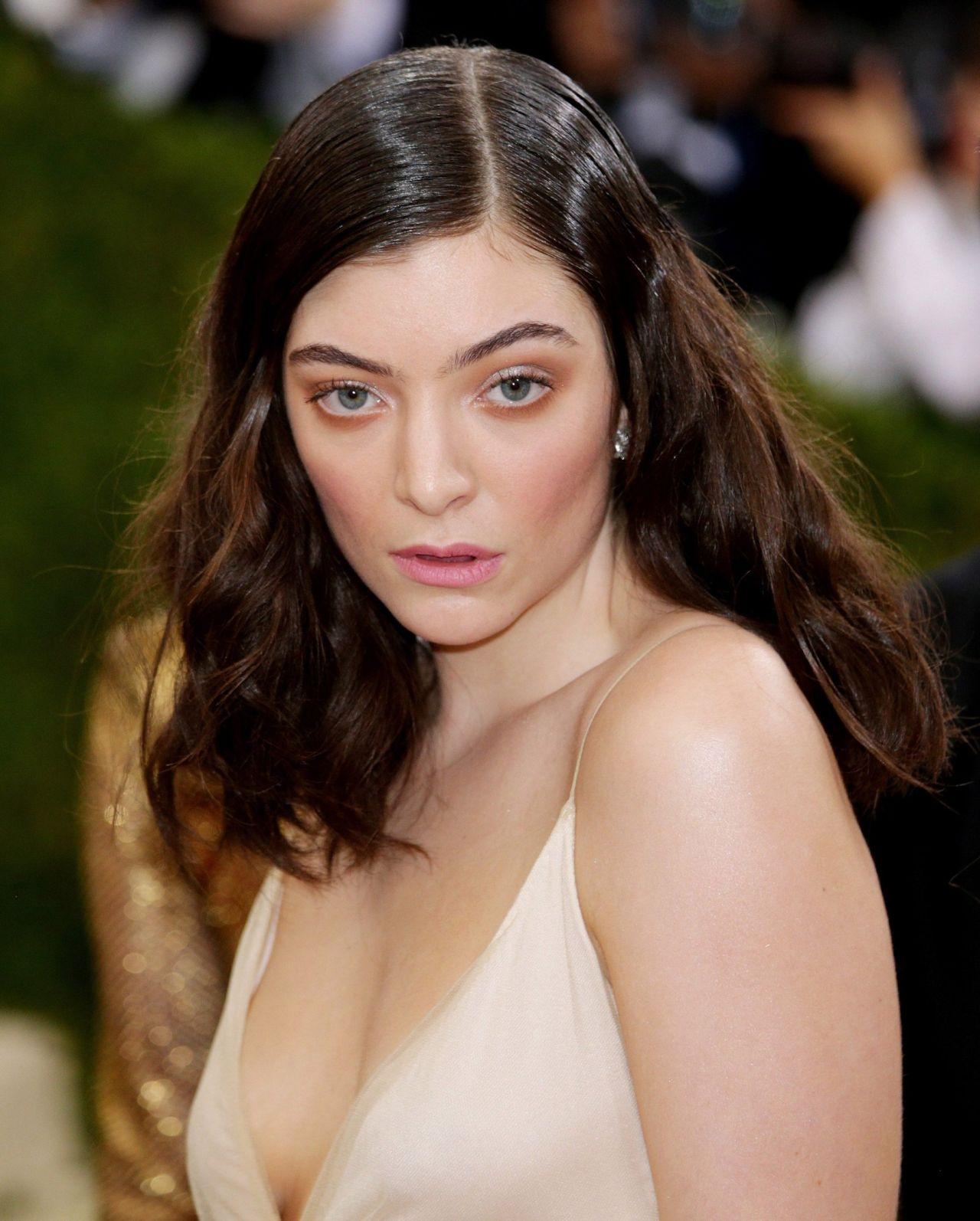 Lorde - Met Costume Institute Gala 2016 in New York