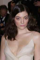 Lorde – Met Costume Institute Gala 2016 in New York