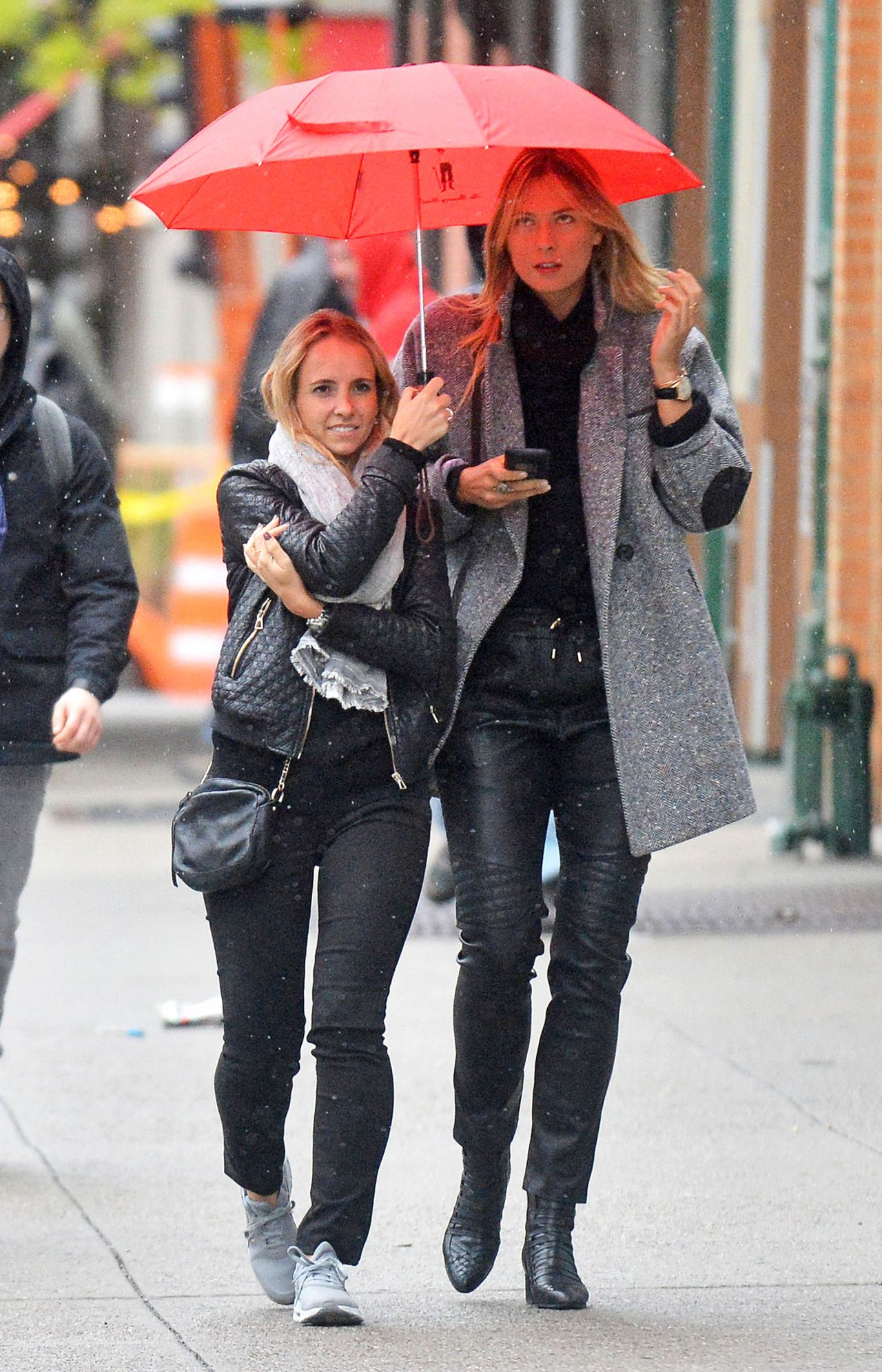Boca Raton Shopping >> Maria Sharapova and a Friend - Out On a Rainy Day in New ...