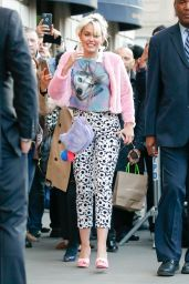 Miley Cyrus - Spends Time With Her Loving Fans in New York City 5/16/2016