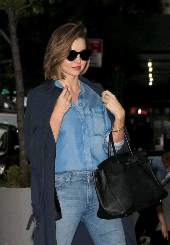Miranda Kerr - Heads to a Friend