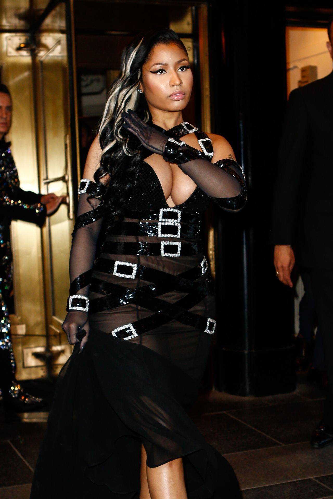 Celebrities trands nicki minaj leave the the carlyle Nicki minaj fashion style 2016