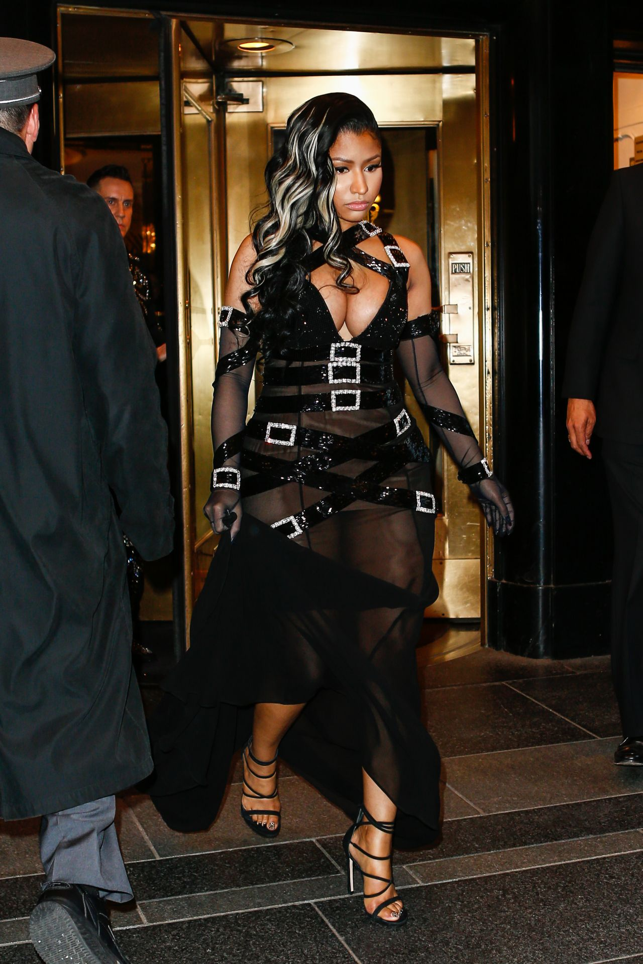 Nicki minaj leave the the carlyle hotel en route to the Nicki minaj fashion style 2016