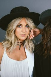 Nina Dobrev & Julianne Hough -