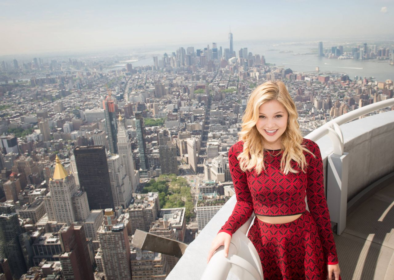 olivia holt at the empire state building in new york city. Black Bedroom Furniture Sets. Home Design Ideas