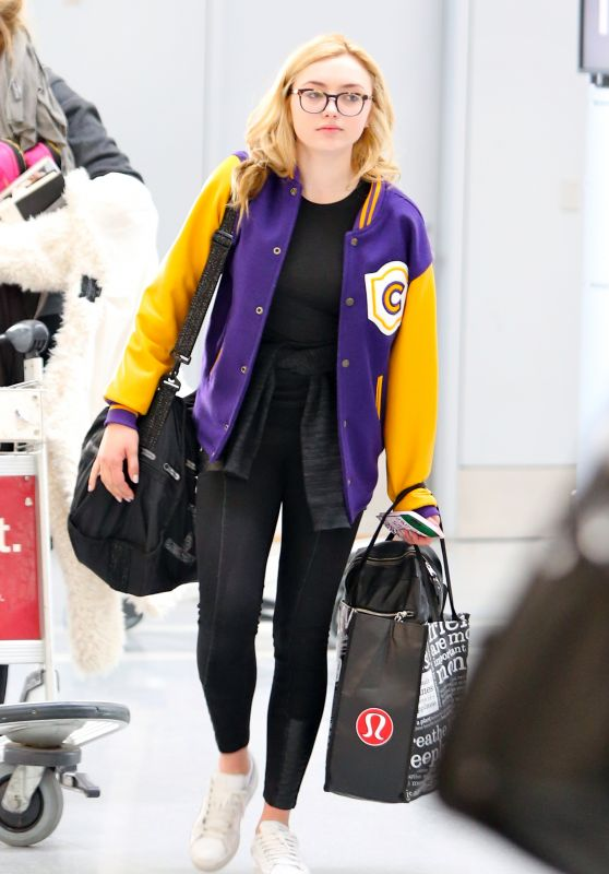 Peyton R. List Travel Outfit - Pearson International Airport in Toronto 5/22/2016