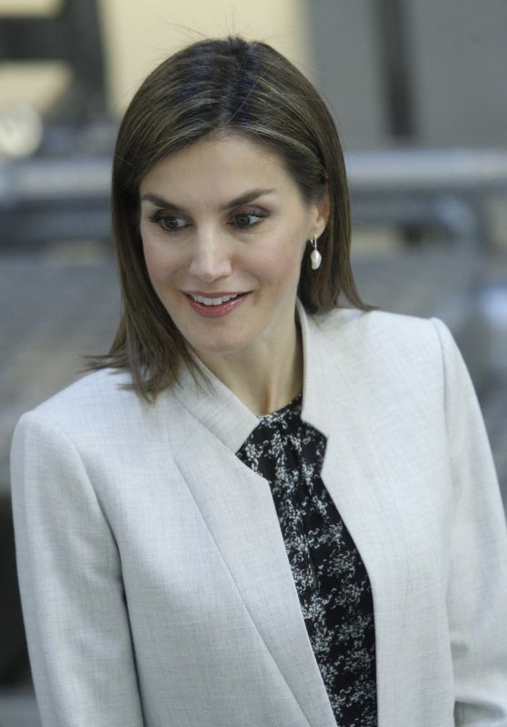 Queen Letizia - Visits the Facilities of the Research Institute of Food Science at University Madrid 5/3/2016