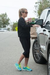 Reese Witherspoon in Leggings - Heads Back to Her Car in Los Angeles 5/29/2016