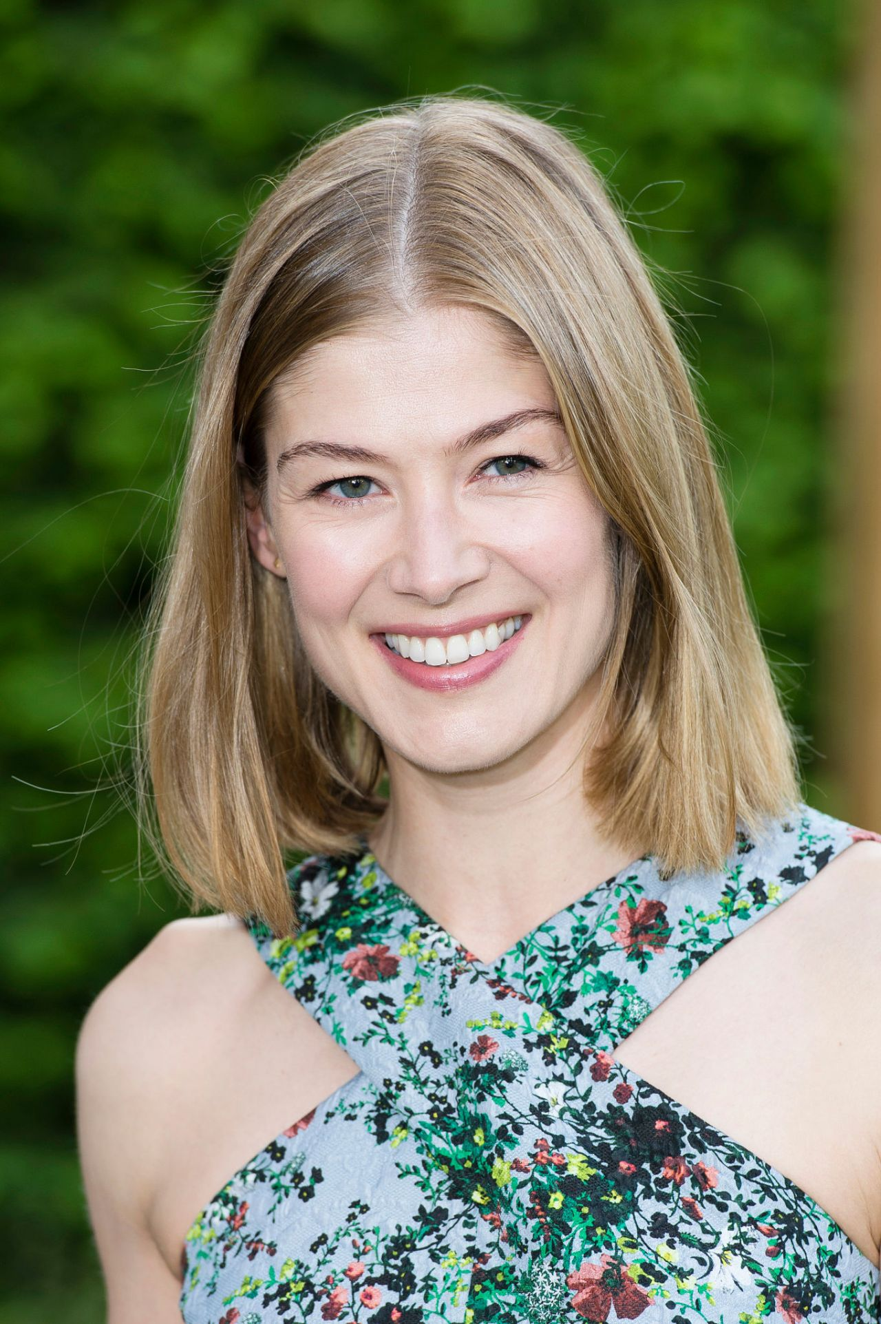 Rosamund Pike Latest Photos - CelebMafia