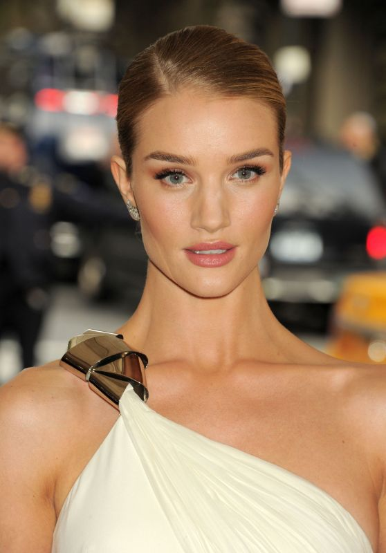 Rosie Huntington-Whiteley – Met Costume Institute Gala 2016 in New York