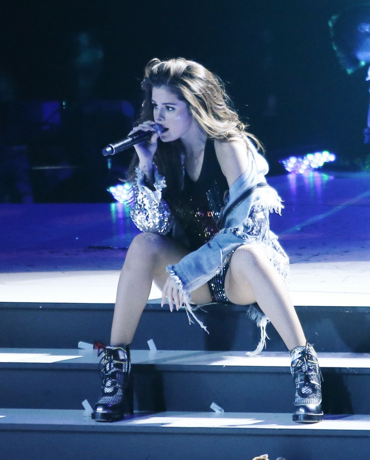 Selena Gomez House Tour: Performing On Her Revival Tour At Rogers