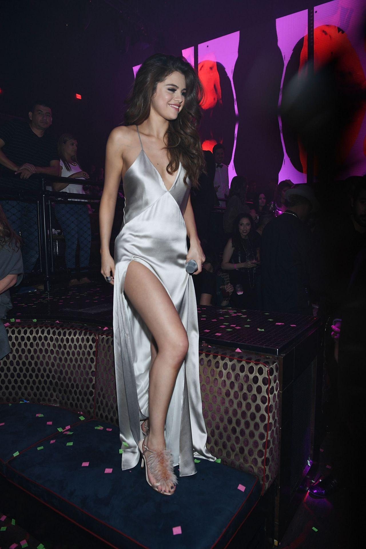 Selena Gomez Sexiest Pictures 2016