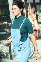 Shailene Woodley - Goes For a Walk Through The Streets of Venice, April 2016