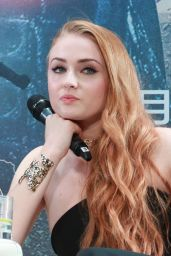 Sophie Turner - Promoting