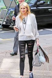 Stephanie Pratt - Looking Fashionable While Out Doing a Spot of Shopping in West London 5/4/2016
