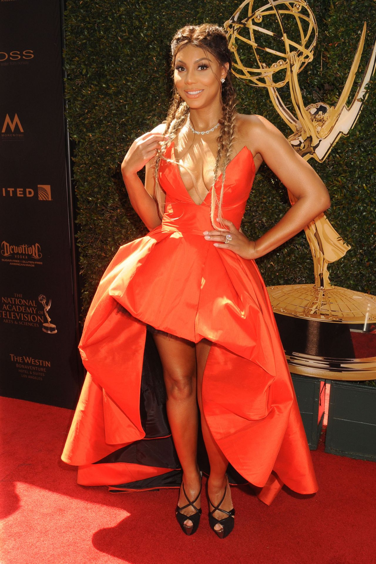 Tamar Braxton Daytime Emmy Awards In Los Angeles besides A Battle Of The Mini Dresses Claudia Jordan And Porscha Coleman Fl A furthermore Tamar Braxton Movieguide Awards Gala In Universal City additionally  furthermore Chris Brown   Trey Songz Soul Train Awards Onobello. on tamar braxton soul train