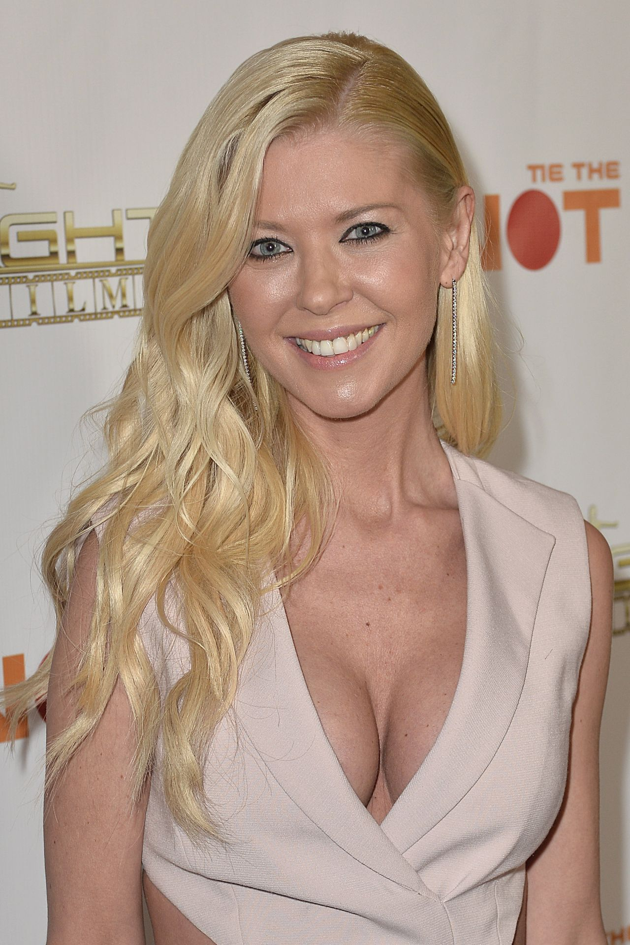 how tall is tara reid