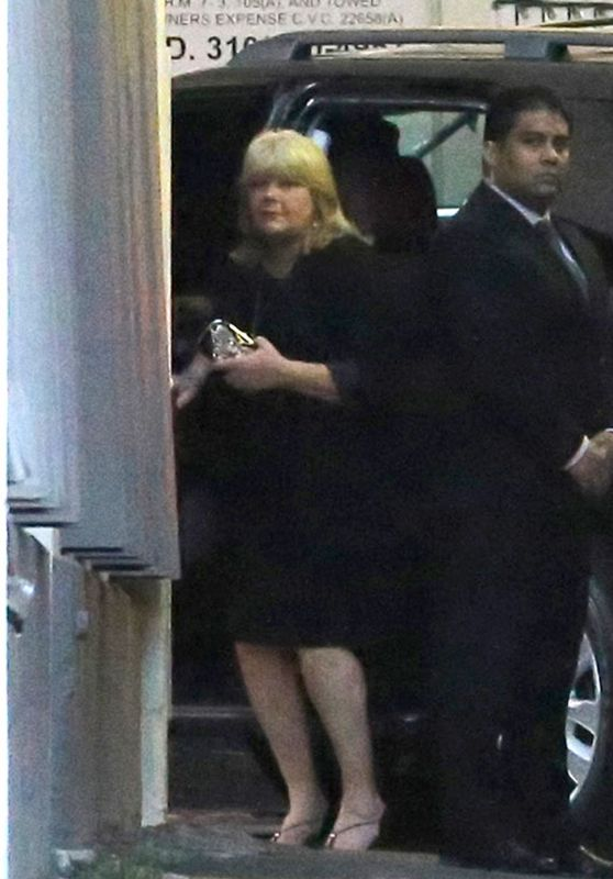 Taylor Swift - Takes Her Mom Andrea Swift to the 64th Annual BMI Pop Awards in Beverly Hills