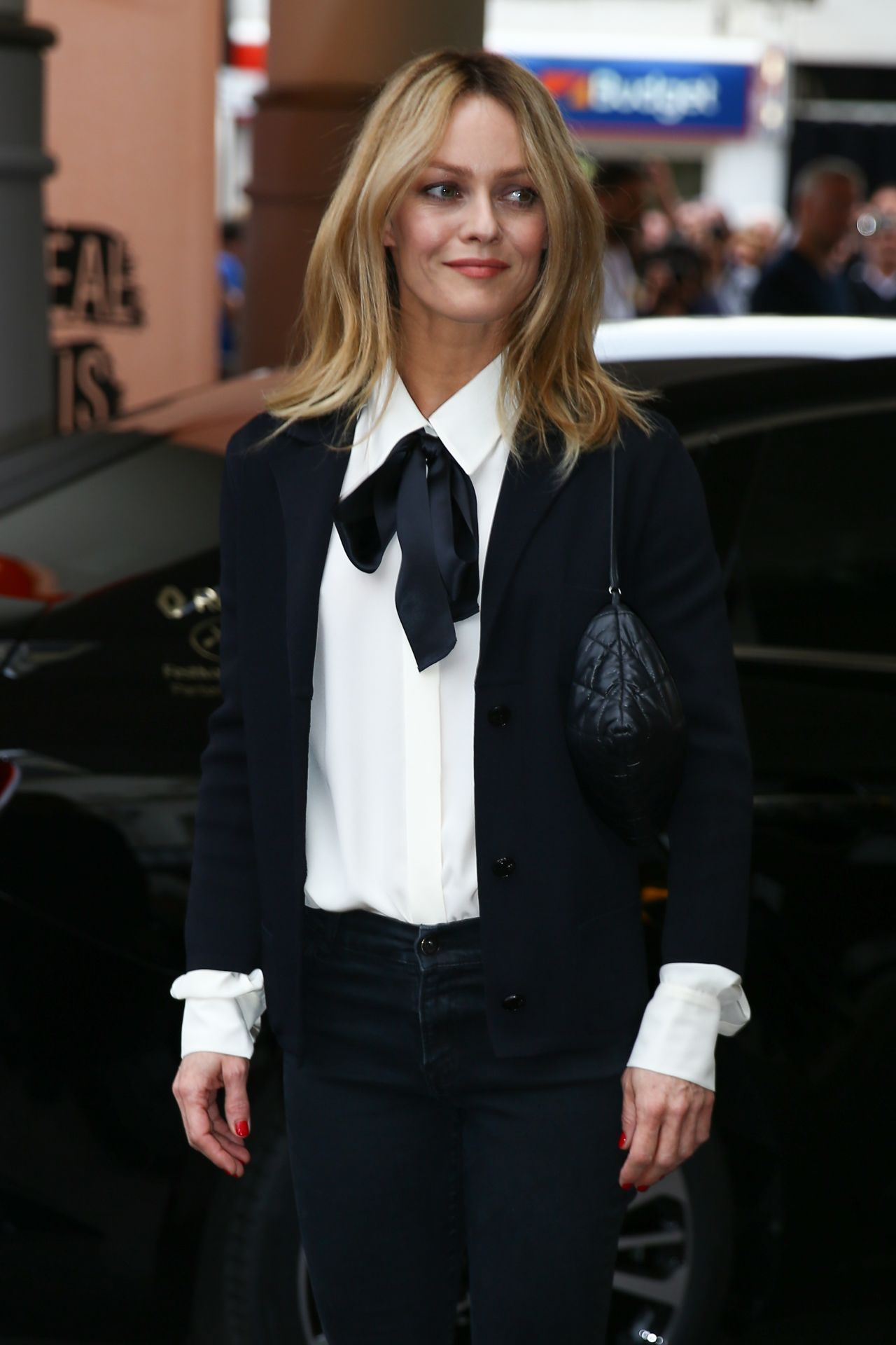 vanessa paradis arrives at martinez hotel in cannes 5 10 2016. Black Bedroom Furniture Sets. Home Design Ideas