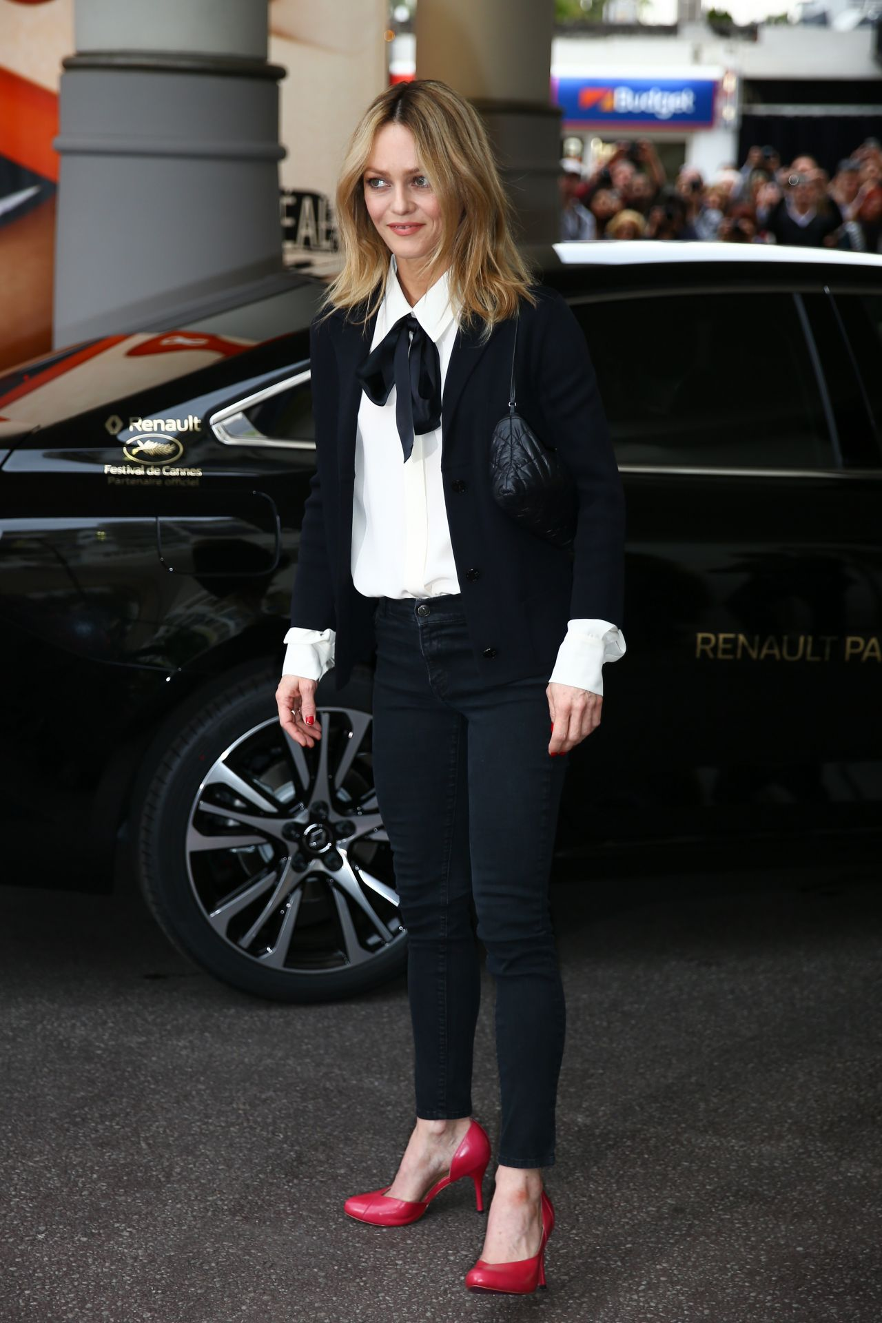 Vanessa Paradis Arrives At Martinez Hotel In Cannes 5 10