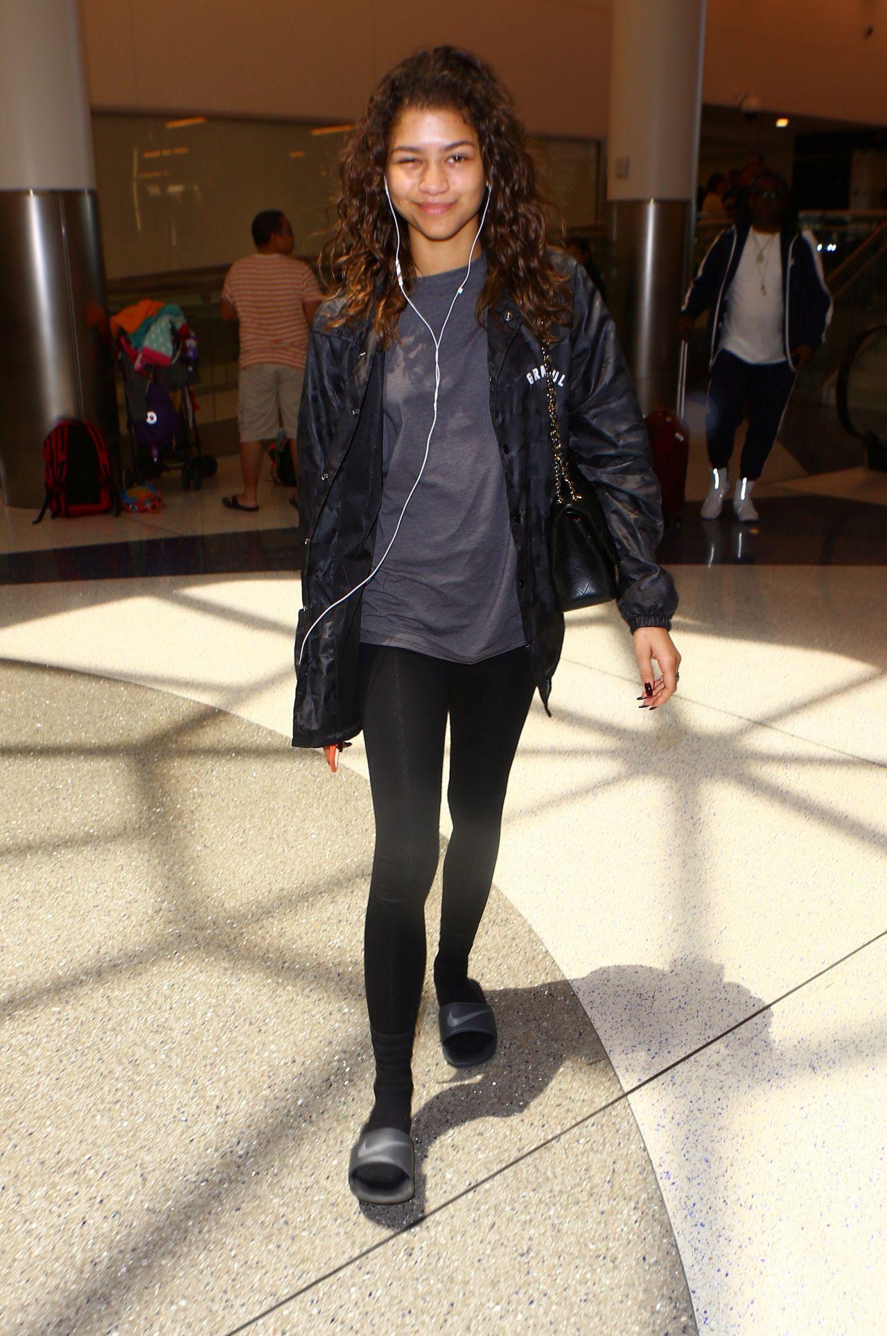 Zendaya Coleman At Lax Airport In La 05 1 2016