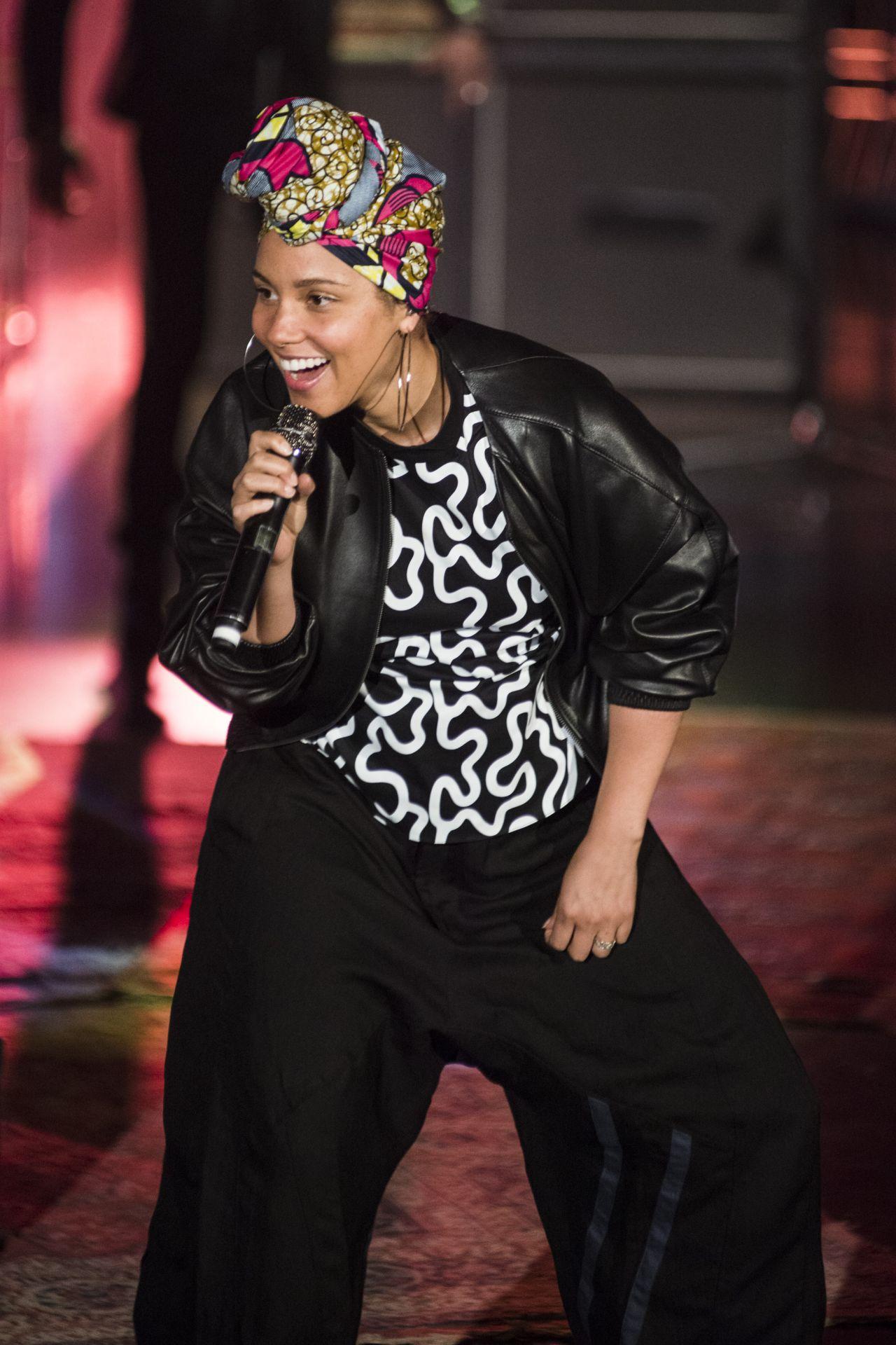 Alicia Keys Performs At Tv Broadcast Che Tempo Che Fa