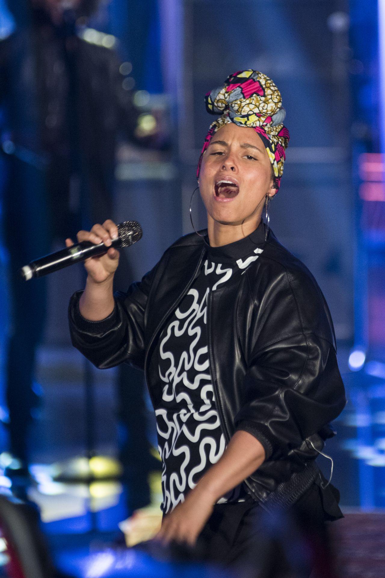 Alicia Keys - Performs at TV broadcast 'Che tempo che fa ...