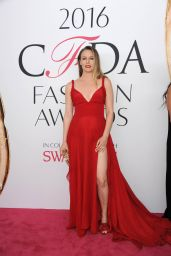 Alicia Silverstone – CFDA Fashion Awards in Hammerstein Ballroom, New York City 6/6/2016