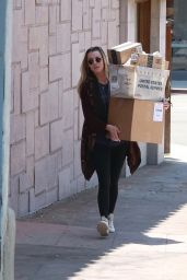 Amber Heard - Running Some Errands in Los Angeles, June 2016