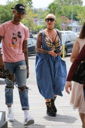 Amber Rose - Lunches at The Cheesecake Factory With a Friend in Canoga Park, CA 6/10/2016