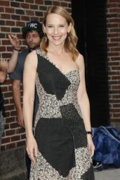 Amy Ryan - Arrives